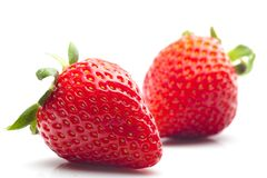 Verse en rijpe aardbeien stock fotografie
