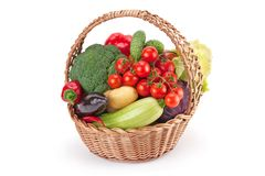 Verse en rijpe die groenten in een mand worden geschikt Royalty-vrije Stock Afbeelding