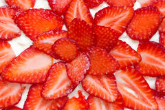 Verse en smakelijke aardbeicake Stock Afbeeldingen
