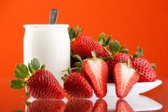 Verse en smakelijke aardbeien Stock Afbeeldingen