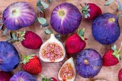 Verse figas met aardbei stillife Royalty-vrije Stock Fotografie