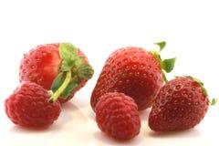 Verse frambozen en aardbeien Stock Fotografie