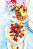 Verse fruitsalade met ananasdrank Stock Afbeeldingen
