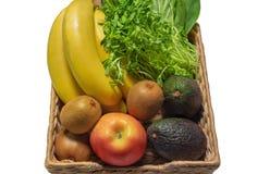 Verse fruitsandgroenten in de mand royalty-vrije stock foto's
