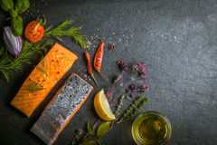 Verse gastronomische ongekookte zalmfilets Royalty-vrije Stock Foto