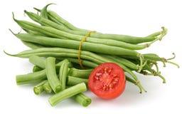 Verse geïsoleerde slabonen en halve tomaat royalty-vrije stock foto