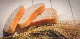Verse gebakjes Geurige vers gebakken brood en roggeoren Stock Afbeelding