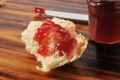 Verse gebakken brood en jam Royalty-vrije Stock Afbeelding