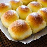 Verse gebakken broodjes van de oven royalty-vrije stock foto