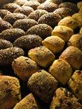 Verse gebakken broodjesachtergrond stock afbeelding