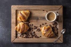 Verse gebakken croissanten Stock Foto's