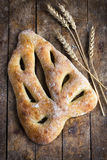Verse gebakken Fougasse, traditioneel Frans brood, stock foto's