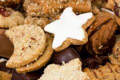 Verse gebakken Kerstmiskoekjes Stock Foto's