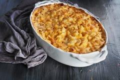 Verse Gebakken Macaroni en Kaas Stock Foto's