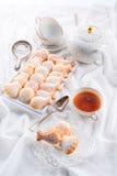 Verse gebakken madeleineskoekjes Stock Foto's