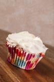 Verse gebakken muffin, die iceing, royalty-vrije stock foto