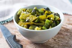Verse gehakte broedselspaanse peper in een kom Royalty-vrije Stock Foto's