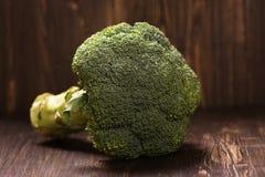 Verse gehele ruwe broccolikool Royalty-vrije Stock Fotografie