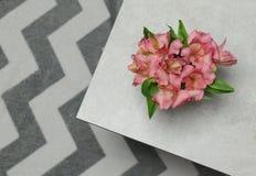 Verse geplaatste alstroemeria van boeketbloemen royalty-vrije stock foto