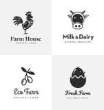 Verse geplaatste landbouwbedrijfemblemen Vectoretiketten voor zaken met producten van kippenvlees, melk, zuivelfabriek, eieren en Stock Foto