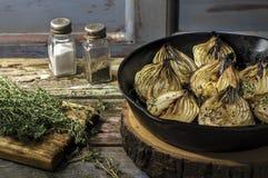 Verse geplukte witte uien van de tuin Stock Foto
