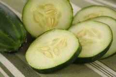 Verse Gesneden Komkommers Stock Afbeelding