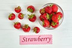 Verse gezonde aardbeien op witte achtergrond Stock Afbeeldingen