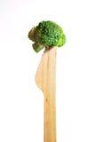 Verse gezonde broccoli op houten mes over witte achtergrond Royalty-vrije Stock Foto's