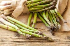 Verse gezonde groene aspergespears Royalty-vrije Stock Afbeeldingen