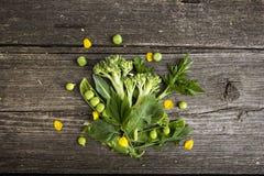 verse gezonde groene groenten stock foto's