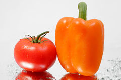 Verse gezonde rijpe tomaat & Spaanse peper stock foto