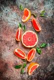Verse grapefruit met bladeren stock foto