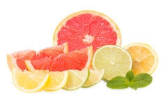 Verse grapefruits, kalk, citroenen en munt Stock Fotografie