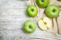 Verse groene appelen stock afbeelding