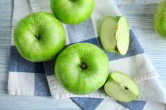 Verse groene appelen stock foto's