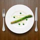 Verse groene asperge op de plaat royalty-vrije stock foto