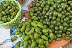 Verse groene avocado op een markt stail Royalty-vrije Stock Afbeelding