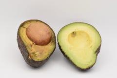 Verse Groene Avocado's op Witte Achtergrond Royalty-vrije Stock Afbeelding