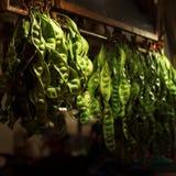 Verse Groene Erwten bij Straatmarkt Royalty-vrije Stock Foto's