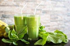 Verse groene smoothie met banaan en spinazie Royalty-vrije Stock Afbeelding