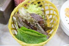 Verse groente in een mand Stock Fotografie