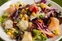 Verse groente en fruitsalade Stock Foto