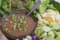 Verse groente met Geroosterde of gebraden makreel royalty-vrije stock afbeelding