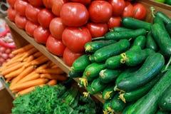 Verse groenten in de Griekse kruidenierswinkelwinkel royalty-vrije stock fotografie