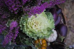 Verse groenten die bij de straatwinkel verkopen Stock Foto