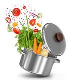 Verse groenten die in een pot vliegen stock foto's
