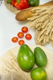 Verse groenten, fruit en brood op witte lijst Royalty-vrije Stock Foto