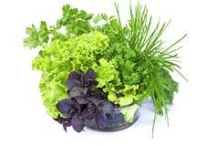 Verse groenten in glaskom die op wit wordt geïsoleerde Royalty-vrije Stock Foto