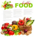 Verse groenten. het winkelen mand. gezonde voeding Stock Afbeeldingen