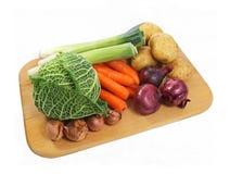 Verse groenten op een raad Royalty-vrije Stock Foto's